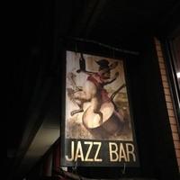 オーラパンアジル - お店の目印の看板は「ラパン=うさぎ」でお出迎え