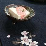 iRORi - 絹豆腐の冷や奴に明太子ソース