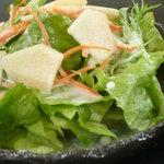 iRORi - レタス・水菜にりんごが入ったサラダ