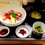 お食事処 さくら - 3013/03/XX 15種類の地魚丼 ¥1000
