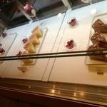 ペストリーブティック オリガミ - ケーキは大きくて、一つ700円強ぐらい