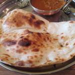 インド料理 ダルバール - 御代りナンはクリスピーで