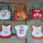 奈八屋 - お座敷には子供用の椅子とエプロン