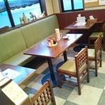 奈八屋 - テーブル8席