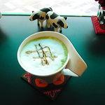 ハギワラミルクハウスローザス - 抹茶ラテ(☆・(∀)・)あちらこちらにいます