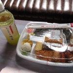 ほっかほっか亭 - 料理写真:のり弁スペシャル 550円 + 緑茶 100円