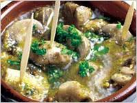 eL MamBo - マッシュルームのアヒージョ!ニンニクとオリーブオイルでグッツグツに煮ます。是非バケットと一緒に!