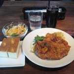 17850927 - 大山鶏胸肉のグリッシーニカツレツ(サラダ、パン付)850円