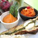 シェモア - 【プレートランチ】スペイン風玉子焼きのトルティージャや野菜の小鉢。野菜がとても美味しい♪
