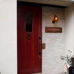 ラ カレッタ - 扉の横に看板