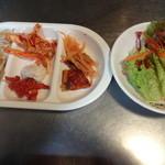 Hantejiya - キムチ、サラダなどの韓国総菜ビュッフェ付き