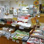 レストラン 風車 - サンフラワーショップ(売店)黒千石大豆商品をはじめ、ひまわり関連グッツや道の駅限定商品など商品を豊富に取り揃えております。