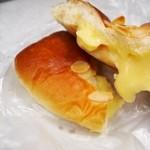 バックハウス・イリエ   - クリームパン 中のクリームはトロトロ♪