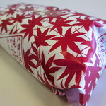 もみぢ菓子司舗 - もみじ柄の包装紙