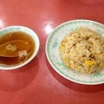 東天閣 - 炒飯にはスープがつきます☆