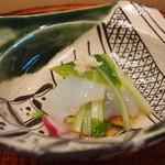 京都和久傳 - 本日の造り 赤かぶら うるい 生姜 向酢
