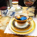 コーヒーの大学院 ルミエール・ド・パリ - スプーンと砂糖をセットしてナポレオンを注ぎます