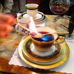 コーヒーの大学院 ルミエール・ド・パリ - でっかいマッチで火をつける