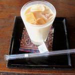 カフェ 閑居 - アイスチャイ