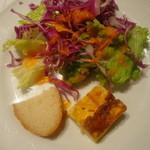 17875973 - ランチのサラダ&野菜のフリッタータ