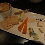 熟成屋 - 4種のチーズ盛り合わせ