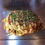 風月 - 豚玉(そば入り、ソース少なめ)