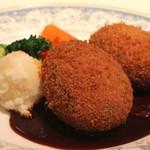 レストラン香味屋 - 牛タンのコロッケ デミグラスソース添え のアップ