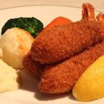 レストラン香味屋 - 海老フライ・タルタルソース添え のアップ