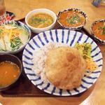 上亀 - 深川インド定食(1000円) メインのカレーはチキン、追加であさりカレー(+400円)