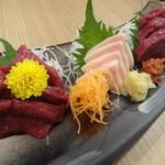 湯田 - 料理写真:馬刺し3種盛り(ロース・もも・コウネ)