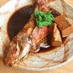 海鮮味処 亀吉 - オジサンの煮付け。ナマズみたいなヒゲがあるので、オジサンと呼ばれている魚。
