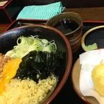 天ぷらそば ふくろう - 冷し納豆月見に半熟たまごのまるごと天ぷら