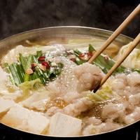 はかた市 - 北海道羅臼産の昆布、鹿児島枕崎の鰹節を合わせた極上のさっぱり醤油ダシのもつ鍋