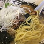 汐星 - あさりらーめん 麺アップ
