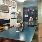 片倉飯店 - 店内です。後ろが厨房です