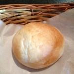 Bistro ひつじや - ランチ パン もちもちです。