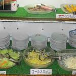 松屋 - 果物・サラダコーナー (うどんと20種以上の惣菜 60分バイキング)