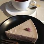 17899692 - 桜と十勝小豆のチーズケーキ、ホットティー