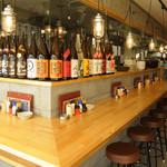 八郎酒場 - カウンター席も人気です!