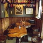 蕎麦 ふる里 - 入り口右側のテーブル席(反対側は小上がり席)
