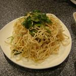 四川火鍋楼 - 干し豆腐のごま油和え