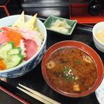 元禄鮨 - ランチのちらし丼¥780