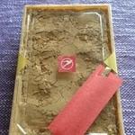 ツバメヤ 柳ヶ瀬本店 - モリモリのきな粉の中にわらび餅が隠れています