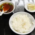 Yoshitomi - ライス、スープ、漬物