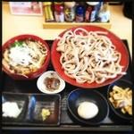 高円寺肉汁うどん 夕虹 - きのこ肉汁うどん大盛 煮卵、油揚げ追加