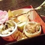17911444 - 春の八寸 桜の枝添え                       (フグのてっぴの煮こごり、筍寿司、桜の葉のしんじょ、酢の物、アサリの煮物)