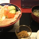 17913112 - ランチ海鮮丼 ネタが豊富で絶品!
