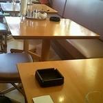 カフェ テラス サクランボ  - テーブル2名席