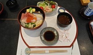 かの川 - 海鮮丼 1,500円