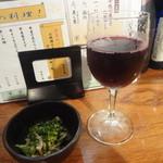17916210 - 「グラスワイン(赤)」(500円)とお通し